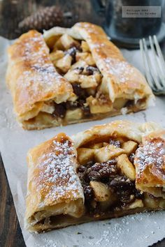 Classic dessert recipe- Apple strudel recipe recipe with step by step photos and tasting recommendations. Recipes of pastries and light biscuits . Strudel Recipes, Pastry Recipes, Classic Desserts, Sweet Desserts, Apple Recipes, Sweet Recipes, Mexican Food Recipes, Dessert Recipes, Pan Dulce