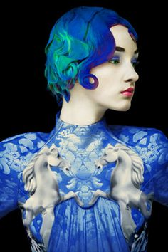 """Is Mary Katrantzou and """"The Surrealist Ideal"""" shot by Erik Madigan Heck fashion photography or fine art? Mary Katrantzou, Azul Indigo, Bleu Indigo, Parsons School Of Design, Foto Fashion, Fashion Art, Mode Bizarre, Tableaux Vivants, Creation Couture"""