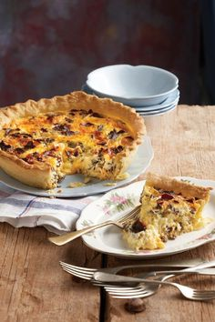 cheese and biltong quiche Quiche Recipes, Tart Recipes, Yummy Recipes, Mexican Recipes, Salad Recipes, Kos, Ma Baker, Biltong, Savoury Baking