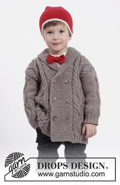 Charming Cooper - Set of knitted jacket with cables and shawl collar, hat with pompom and bow in DROPS Karisma. - Free pattern by DROPS Design Baby Knitting Patterns, Knitting For Kids, Free Knitting, Drops Design, Bow Pattern, Jacket Pattern, Free Pattern, Crochet Clothes, Clothing Patterns