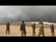 "Giant ""Pillar of Cloud"" hangs over Syria/Israel border - YouTube"