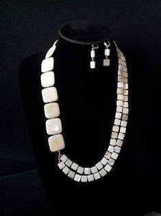 collares y aretes en nacar picada ile ilgili görsel sonucu Chunky Jewelry, Wire Jewelry, Beaded Jewelry, Jewelery, Jewelry Necklaces, Beaded Bracelets, Beaded Necklace Patterns, Jewelry Patterns, Necklace Designs