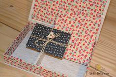 Caixa com caderno e envelopes de tecido