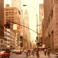 57th & Fifth Ave (1979)new york city, vintage,nyc, 70's (Shilpot, Flickr).