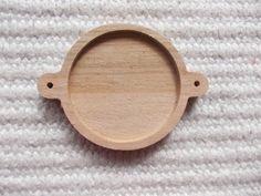 Puinen täytettävä korulinkki kehys  Puinen korulinkkipohja. Sopii 30 mm kapussien kanssa  Askartelu, tee itse koruja, korun tekeminen Wooden Pendant Base Connector Findings with 30 mm Round Pad Cameo Setting wooden Round Cabochon Setting Connectors
