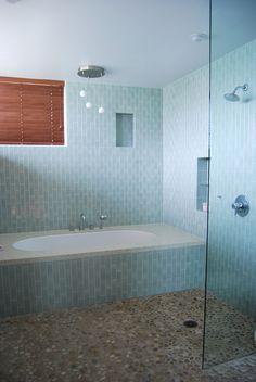Dual shower and bathtub