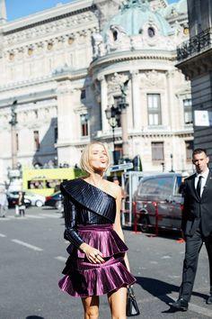 Blog de moda - El mejor Street Style de París en su Semana de la Moda. Los mejores accesorios de moda entre las asistentes a los desfiles por The Highville  Fashion blog - Best Fashion Street Style at #PFW by The Highville  https://thehighville.com/blog/street-style-de-paris/?isalt=0