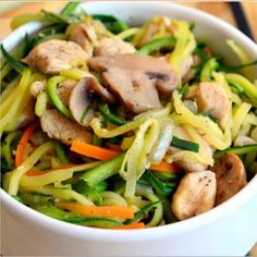 veggie noodles & chicken stir fry Source by jiraponkulupanya Cooking Recipes, Healthy Recipes, Healthy Dinners, Healthy Food, Yummy Food, Sweet Potato Nachos, Pork Schnitzel, Lamb Ribs, Banting Recipes