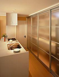キッチンの収納 Japanese Home Decor, Japanese Interior, Japanese House, Home Room Design, Home Interior Design, House Design, Maison Muji, Kitchen Interior, Kitchen Design