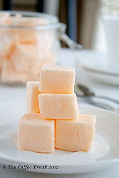 A few of my foodie friends were looking for marshmallow recipes the other day - here's a good one! A few of my foodie friends were looking for marshmallow recipes the other day - here's a good one! Flavored Marshmallows, Recipes With Marshmallows, Marshmallow Recipes, Peppermint Marshmallows Recipe, Making Marshmallows, Marshmallow Fudge, Gourmet Marshmallow, Cupcakes, Candy Recipes