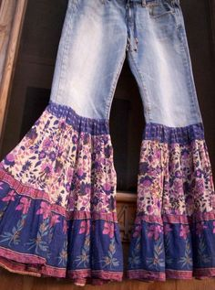 Upcycle Skinny Jeans – DIY Bohemian Source by carronbullard clothes ideas Jean Hippie, Hippie Jeans, Hippie Vintage, Jean Diy, Shirt Diy, Estilo Hippie, Diy Mode, Old Jeans, Jeans Pants