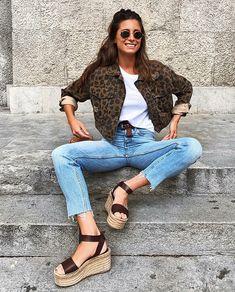 1373e6e54a3 Básica e cool  9 formas de dar um up na calça jeans