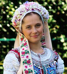 Girl in a Slovak folk costume, Tekov, Western Slovakia - photo Julian Veverica Ethnic Outfits, Ethnic Clothes, Folk Costume, Costumes, Fashion Now, Fashion Trends, People Of The World, Traditional Outfits, Wonders Of The World