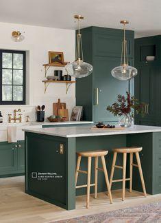 Dark Green Kitchen, Green Kitchen Cabinets, Kitchen Cabinets Designs, Green Kitchen Island, Green Kitchen Walls, Kitchen Cabinet Colors, Different Color Kitchen Cabinets, Green Dining Room, Modern Cabinets