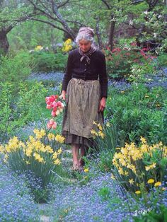 Tasha Tudor... http://sandyberry.typepad.com/vintage_collage_quilts/2008/08/tasha-tudor-day.html
