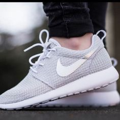 super popular 60ba9 1cbd0 Traveling thousands of miles, the feet are still easy. Running Shoes Nike,  Nike