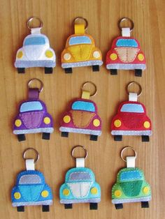 Cute little DIY car zipper pulls made from felt! : Cute little DIY car zipper pulls made from felt! Felt Crafts Patterns, Fabric Crafts, Sewing Crafts, Easy Felt Crafts, Felt Diy, Felt Keychain, Felt Decorations, Felt Christmas Ornaments, Felt Fabric