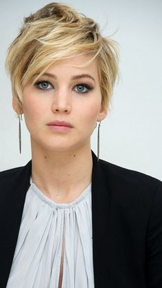 Jennifer Lawrence, how is that no matter the hairstyle you are still gorgeous.