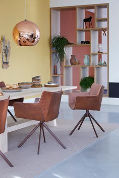 Combo Design is officieel dealer van Label!  ✓Gustav jr. eetkamerstoel makkelijk bestellen ✓ Gratis offerte aanvragen ✓ Altijd de scherpste prijs Office Desk, Corner Desk, Label, Dining Room, Decoration, Furniture, Design, Home Decor, Lounge Chairs