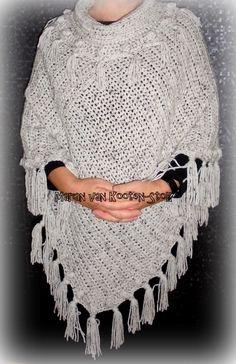Poncho ´Lynn´ is gehaakt met naald 8 en met ca.550 gram Tweed van de Zeeman. Hier kan je het patroon vinden van de poncho https://www.facebook.com/handmadebymarian