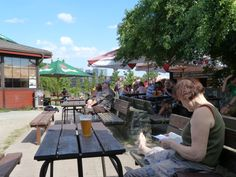 Prague Beer Gardens: Chilling at Parukarka in the early afternoon.