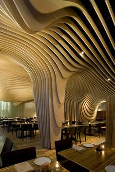 Located in Boston's old Penny Savings Bank, a restaurant named Banq stuns with a wave-like ceiling application made of layered birch plywood. The design curves and flows around the restaurant, dripping down the support columns and some of the walls. Organic Architecture, Amazing Architecture, Interior Architecture, Interior And Exterior, Simple Interior, Futuristic Architecture, Tree Interior, Architecture Panel, Architecture Images