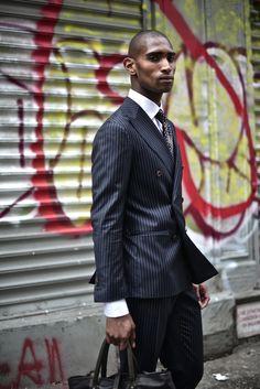 Mens Fashion Style – The World of Mens Fashion Modern Gentleman, Gentleman Style, Classic Suit, Pinstripe Suit, Stylish Boys, Men Style Tips, Mens Suits, Dapper, Black Men