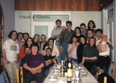 Grupo de amigos posando o día dunha cea. Cedida por Ezaro.com