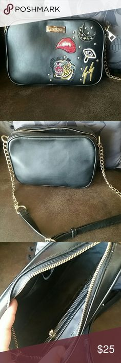 🌙Sam Edelman inspired crossbody🌙 A very cute, awesome SE inspired small bag with cute patches, has a chain strap, two inside slot pockets and a zipper pocket, zip top. Only used for holiday functions, clean and excellent condition. Non smoking home. ❌Sorry, no trades❌ bebe Bags Crossbody Bags