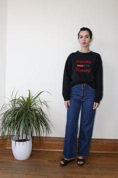 New to ColonyVtg on Etsy: Tommy Hilfiger Vintage Black Sweatshirt L Oversized - Black Large Sweatshirt 1990s Tommy Hilfiger Logo Sweatshirt Pullover Bootleg Tommy (34.00 USD)
