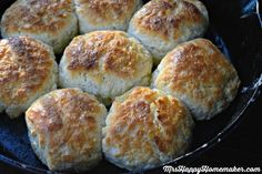 My Mama's BEST EVER Buttermilk Biscuits - no kneading or rolling required. It's Mama's 'secret method' that makes them so easy, foolproof, and the best dang biscuits you EVER have had. Trust me on thi (Homemade Butter With Buttermilk) Brunch Recipes, Bread Recipes, Baking Recipes, Breakfast Recipes, Recipes Dinner, Breakfast Potluck, Breakfast Options, Breakfast Items, Breakfast Dishes