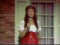 Loretta Lynn - You're Lookin' At Country
