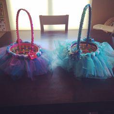 Elsa and Anna themed Frozen Easter Baskets. #frozen #easter