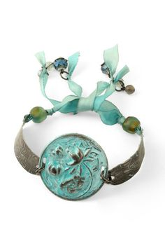 Spring Rain Bracelet (Lima Beads Design Gallery) I might have to try this one soon