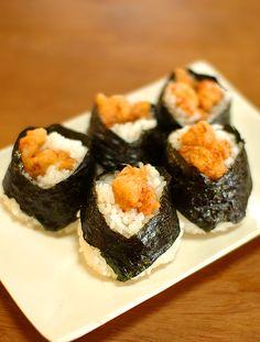 天むす。小エビの天ぷらを具材にしたほんわかおにぎり。