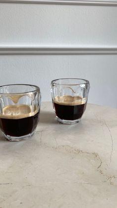Coffee Date, Coffee Break, Iced Coffee, Coffee Drinks, Coffee Shop, Morning Coffee, Coffee Lovers, Aesthetic Coffee, Aesthetic Food