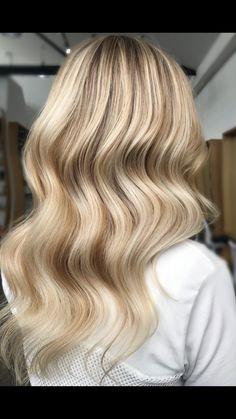Hair by Monique MISSY Veyret #edwardsandco #missyveyret #sunkissed #balayage #hustle #highlights #elevenaustralia #olaplex #sydneyhairdresser #blondespo #hairofinstagram #balayagedandpainted #balayageartists #hairtrend2018 #hairpainters #trend #picoftheday #ghdhair_anz #maneenvy #livedinhair #hairgoals #sydneystylist #humpday #travellingstylist #styleartists #stylist #btc #ghdhair #australian #bestofbalayage #sydney #elevenedu Kasey Rayton #kaseyrayton