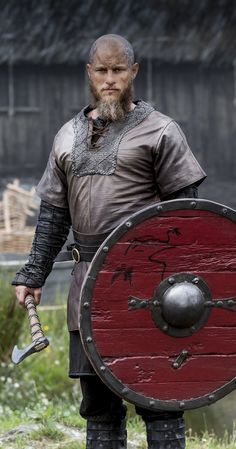 Travis Fimmel in Vikings Viking Shield, Viking Men, Viking Life, Viking Warrior, Vikings Show, Vikings Season 4, Vikings Tv Series, Images Viking, Viking Pictures
