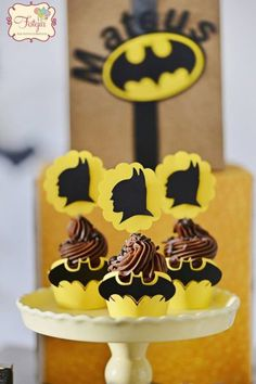 Are you thinking about making a Batman party, but you have no idea how to make the decoration? We have put together in this post some tips and inspirations to make a beautiful decoration with Read More . Lego Batman Birthday, Batman Party, Batman Cakes, Cupcake Party, Childrens Party, Birthday Party Themes, Cookies Et Biscuits, Party Planning, Easy