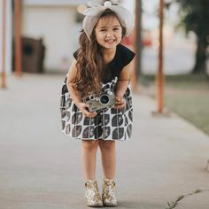 New Multiple Children Photography Poses Parents Ideas Cute Little Baby Girl, Cute Kids Pics, Cute Baby Girl Pictures, Cute Girl Pic, Cute Girls, Cute Girl Image, Children Photography Poses, Cute Babies Photography, Girls Dp For Whatsapp