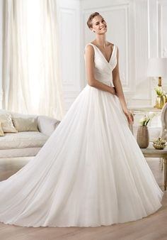 Gauze and silk organza dress. Draped gauze bodice with V neckline and fitted waist. Organza, princess skirt.