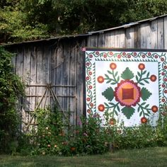 Confederate Rose at Hopalong Hollow Barn-Rutledge,TN - This is a really nice one. Someone put a LOT of work into it. I think this is the most beautiful barn quilt that I have ever seen. Barn Quilt Designs, Barn Quilt Patterns, Quilting Designs, Block Patterns, American Barn, American Quilt, Country Barns, Old Barns, Country Life