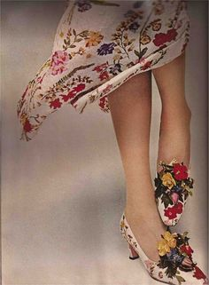 1965 my pleasure flora adorned - shoes by David Evins Published by Harper's Bazaar, July Women's vintage fashion accessories shoes ladies footwear Mode Vintage, Vintage Shoes, Vintage Outfits, Vintage Clothing, 1960s Fashion, Vintage Fashion, Top Fashion Magazines, Looks Style, My Style