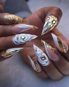 Try some of these designs and give your nails a quick makeover, gallery of unique nail art designs for any season. The best images and creative ideas for your nails. Sexy Nails, Glam Nails, Fancy Nails, Bling Nails, 3d Nails, Nails On Fleek, Beauty Nails, Gold Stiletto Nails, Coffin Nails