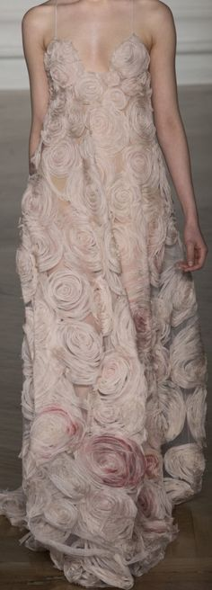 Valentino Couture 2017Twenty years ago I had jacket with those roses and I loved that jacket, a perfect blush pink. So Sad I got rid of it...........