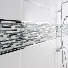 Une douche au carrelage gris et frise en mosaïque | SALLE DE BAIN ...