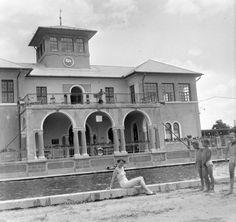 Széktó-fürdő- 1955 Buildings, Arch, Mansions, Retro, House Styles, Home Decor, Brandenburg, Mansion Houses, Homemade Home Decor