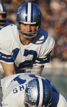 Robert Staubach #12 of the Dallas Cowboys waits for the snap Super Bowl VI against the Miami Dolphins at Tulane Stadium in New Orleans, Lousiana on January 16, 1972.