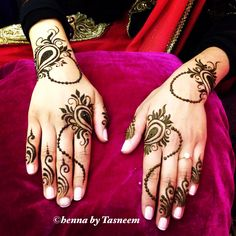 Simple bridal henna Check out more designs at: http://www.mehndiequalshenna.com/