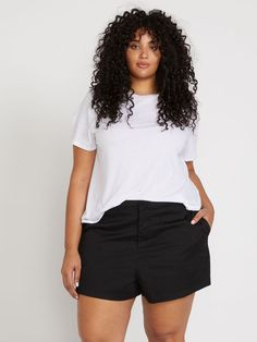 Black Summer Outfits, Short Outfits, Stylish Outfits, Curvy Girl Outfits, Model Outfits, Plus Size Shorts, Plus Size Outfits, Black Denim Shorts Outfit, Khaki Shorts